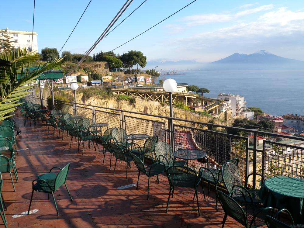 Aperitivo in terrazza a Napoli 7 location con vista mare