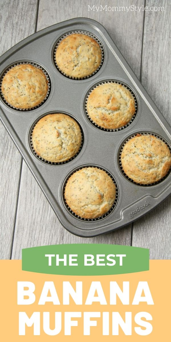 The best banana muffins hands down! These banana muffins are super moist on the inside and crispy on the outside. Add chocolate chips or your favorite nuts! #bananamuffins via @mymommystyle