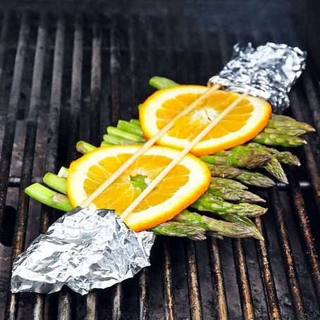 Grilled asparagus with orange slices made on the big green egg