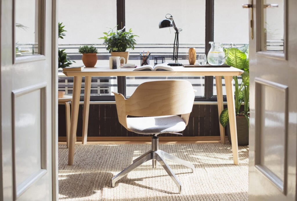 15 Gorgeous Desk Designs For Any Office