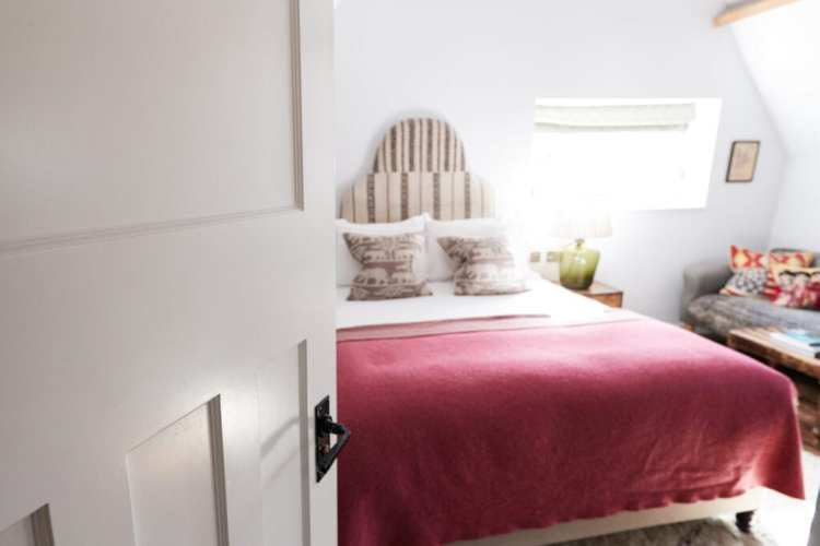 Warm And Welcoming 10 Guest Bedroom Essentials