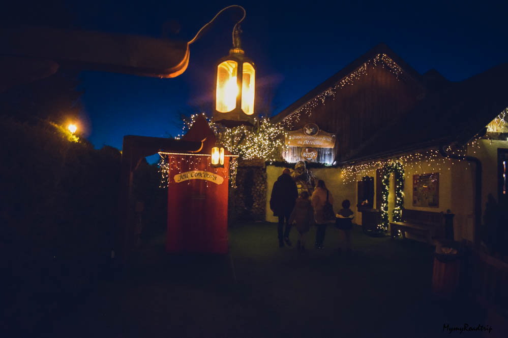hameau du pere noel de nuit