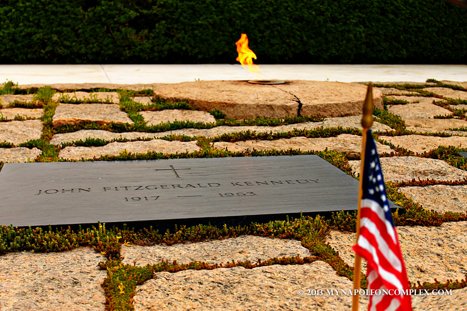 JFK tomb with American flag