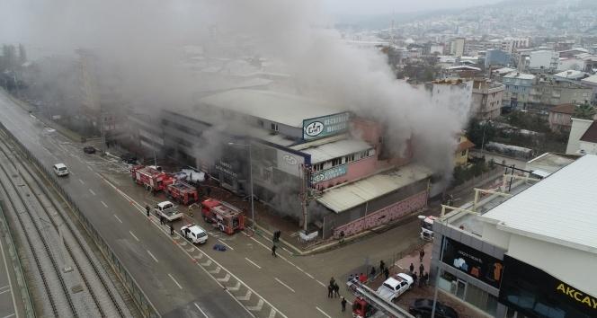 Mobilya fabrikasındaki yangın drone ile görüntülendi