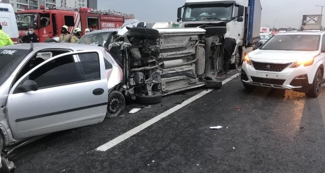 Tem Otoyolu'nda 12 aracın karıştığı zincirleme kaza