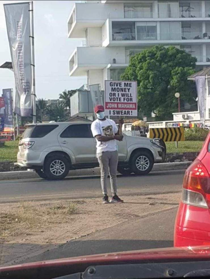 """""""Give me money or I'll vote for Mahama"""" campaign hit Accra Streets 3"""
