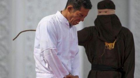 Lelaki Kristian Disebat Kerana Biadab Jual Arak Di Aceh