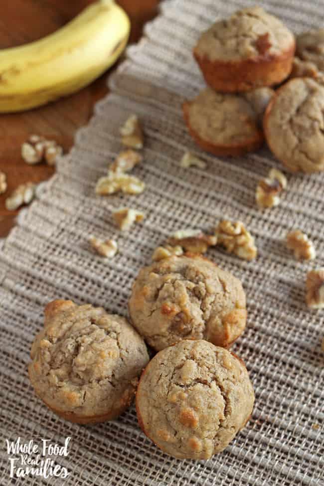 Healthy Banana Muffin recipe for breakfast, snacks, or a lunchbox treat #recipe #bananamuffin #healthy