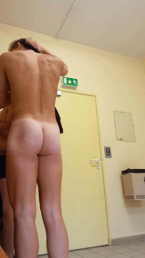 Young-swimmer-makes-in the-changing room (2)