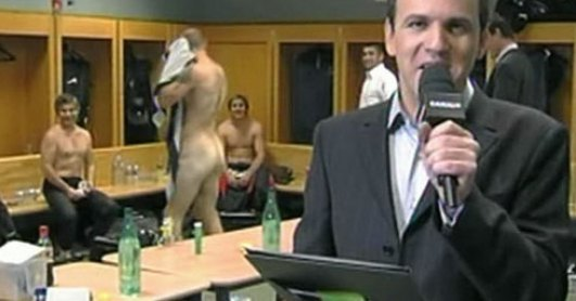 rugby player- gareth thomas- naked- in the lockerroom (2)