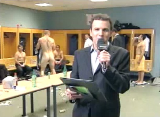 rugby player- gareth thomas- naked- in the lockerroom (6)