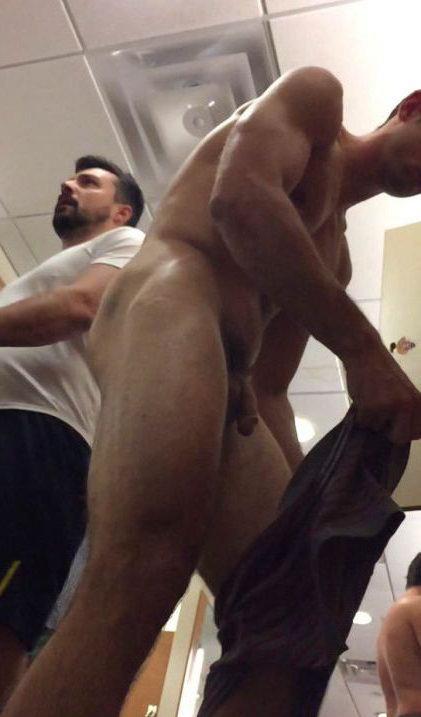 spy -cam-nude-guy-lockerroom-1- (7)