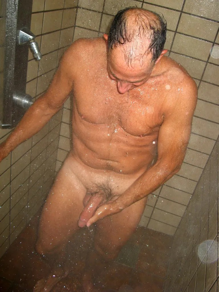 daddy-naked-in-the-showers