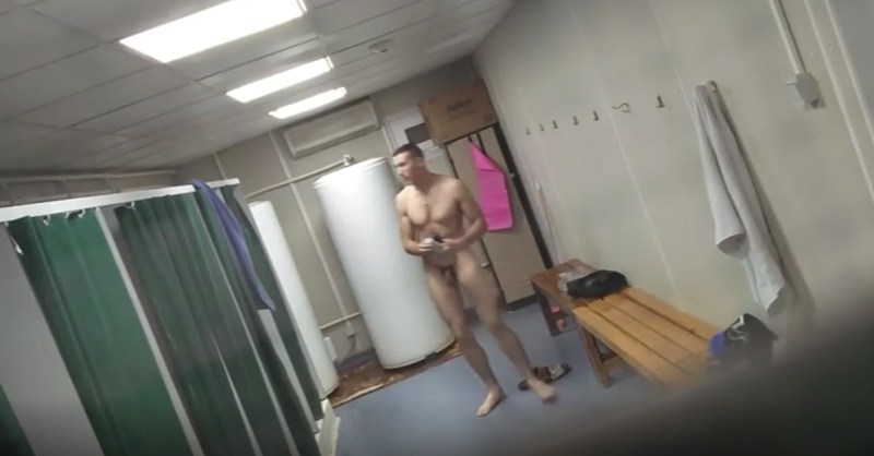 marine-naked-in-showers
