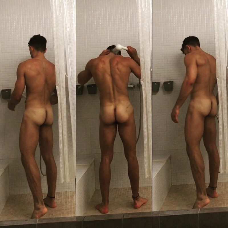 hung-naked-in-the-showers-3