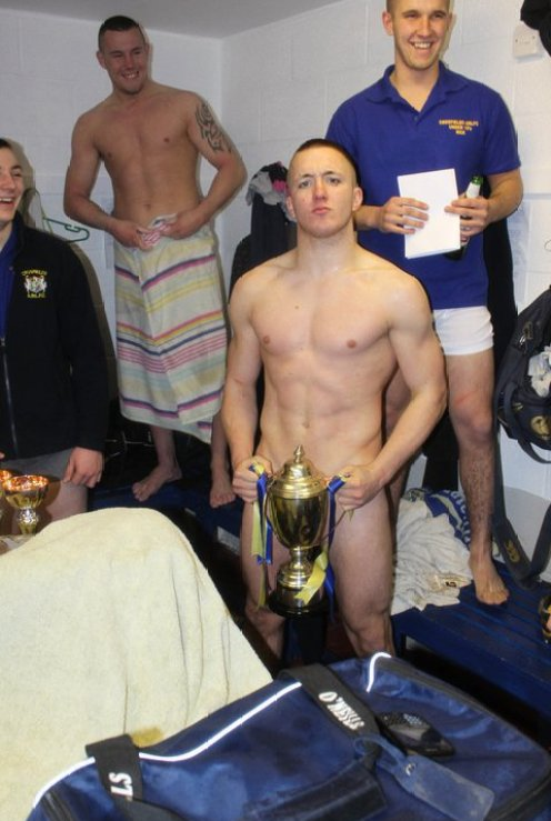 pic1_gorgeous_rugby_lad_naked_locker_room_001