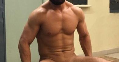 spread legs-dick-locker room-hunk