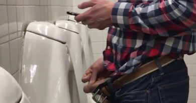 texting while pissing at urinals