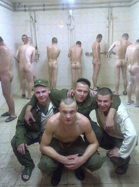 soldiers-naked-in-the-showers1