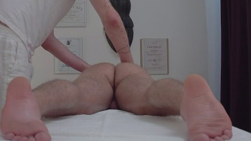 guy-spied-while-getting-naked-massage