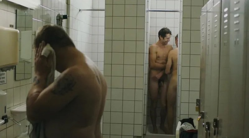 guys-playing-naked-in-showers