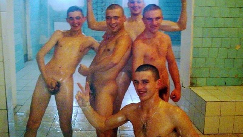 soldats-russes-nus-dans-les-douches