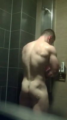 tight-muscle-butt-in-the-showers