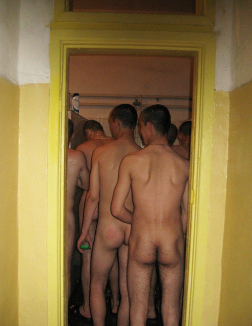 russian-soldiers-naked-in-the-showers