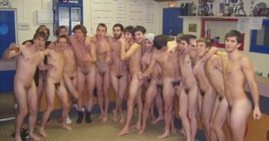 naked-soccer-team-in-locker