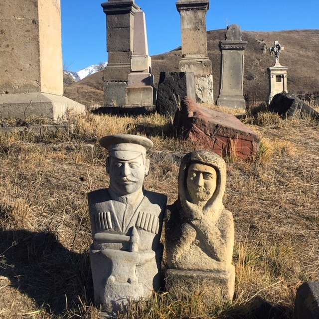 Stalin e statue al cimitero - viaggio in Armenia 2019 My Own Way 07