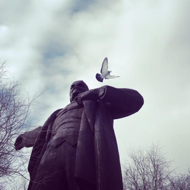 Lenin con un piccione in Kazakhstan - my own way