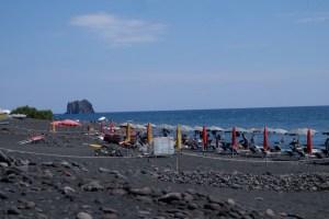 la plage de sable noir Stromboli