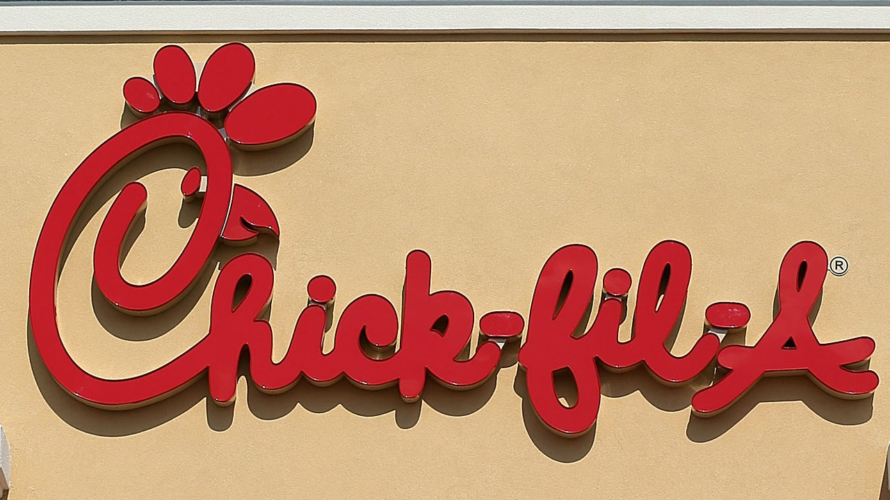 Chick-fil-A restaurant sign-159532.jpg47459394