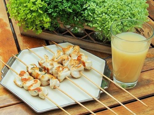 Brochettes de poulet mariné au Pastis cuit au barbecue