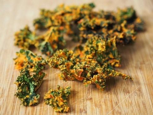 Chips de choux kale au poivrons rouges