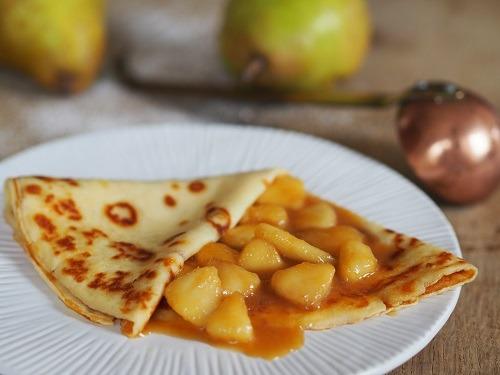 Crêpes sauce aux poires au caramel au beurre salé