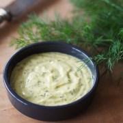 sauce au fromage blanc, aneth et moutarde savora pour toasts au saumon fumé
