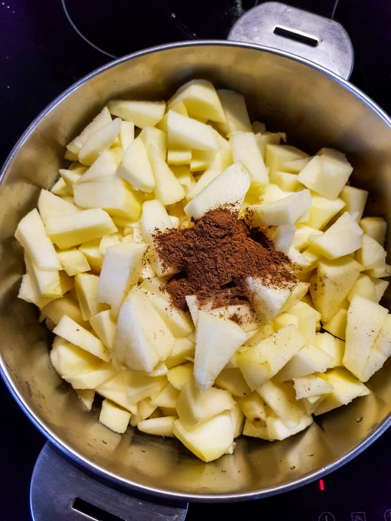 compote de pomme applesauce with cinnamon
