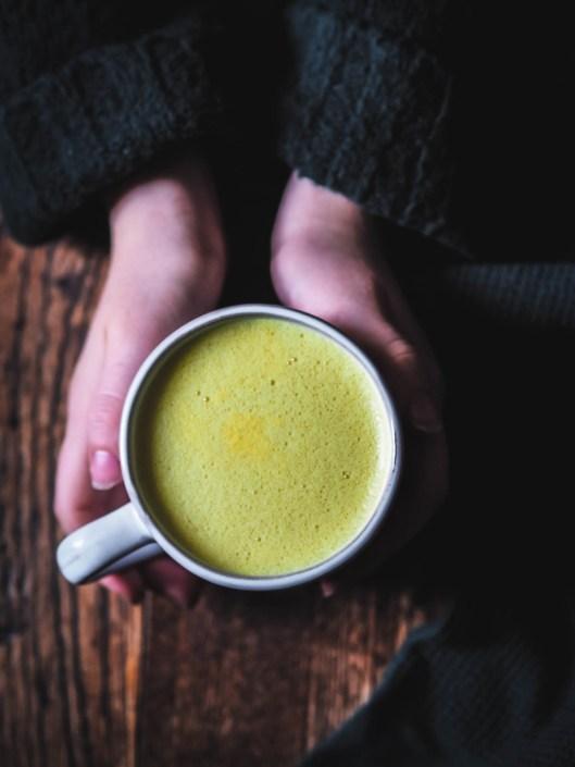 golden latte boisson santé curcuma, gingembre lait végéral