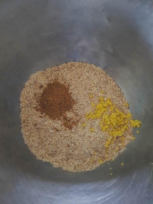 ajouter des épices à pain d'épices et du gingembre frais râpé