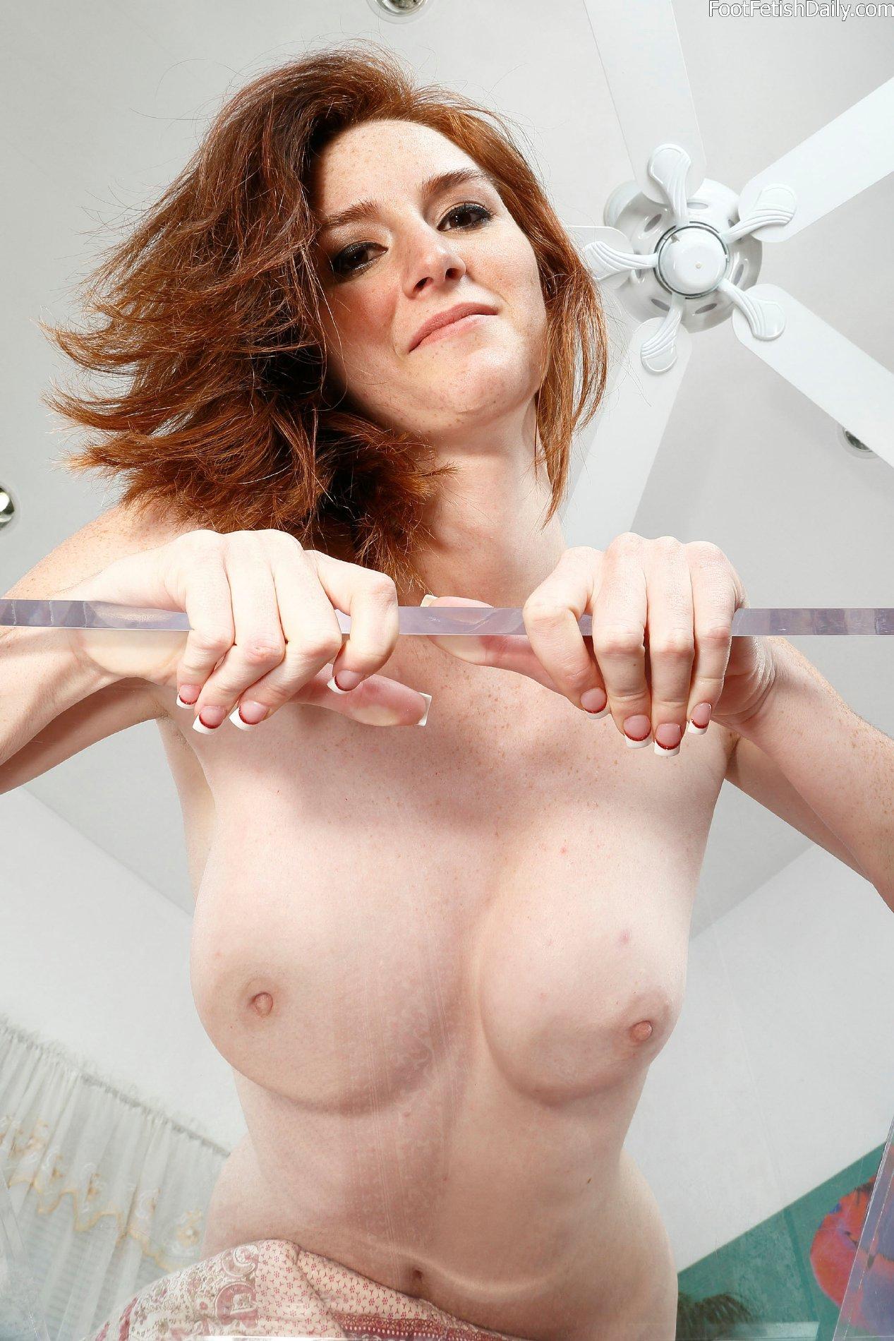 Dee Dee Lynn shows off her sexy smooth soles  My Pornstar
