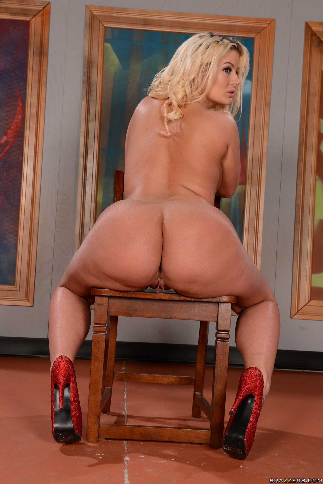 Julie Cash In Pantyhose And High Heels Showing Her Sexy Big Ass