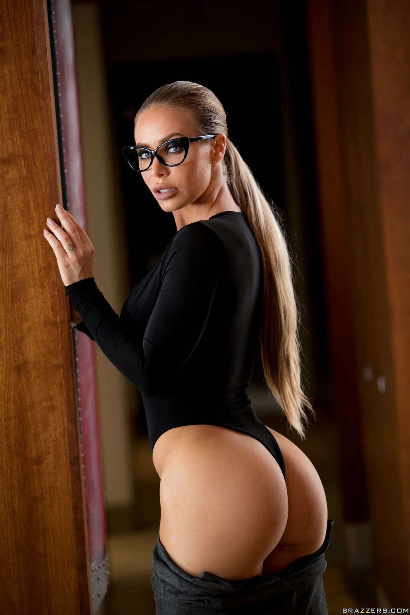 Nicole Aniston takes off her sexy outfit and underwear  My Pornstar Book