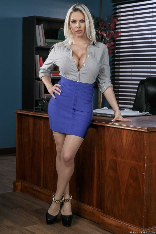 Hot Secretary Rachel Roxxx Strips And Poses In The Office