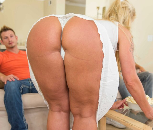 Naughty Milf Ryan Conner Fucking Her Stepson