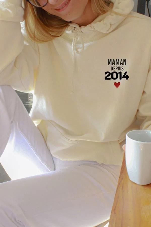 pull beige personnalisé avec date et coeur