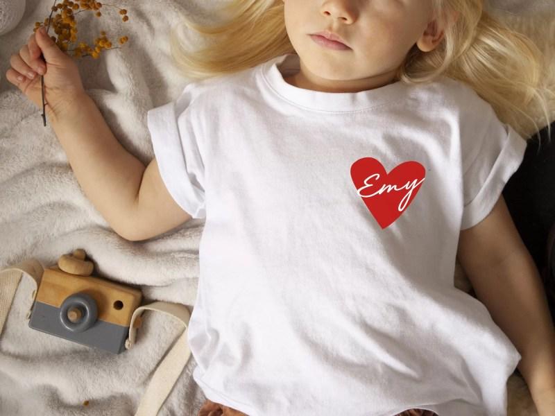 t-shirt enfant personnalisé avec prénom - coeur