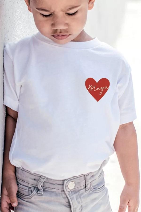 t-shirt personnalisé pour enfant avec prénom - coeur