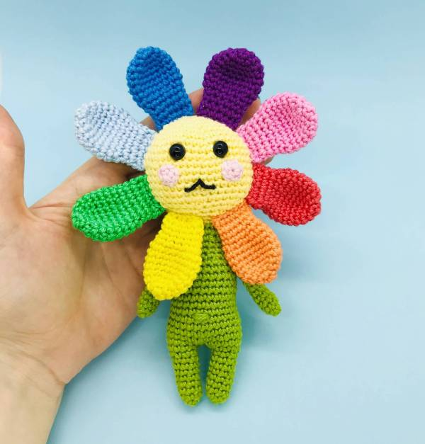patron crochet valérie fleur arc-en-ciel