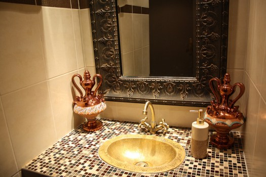 Stylish moroccan bathroom